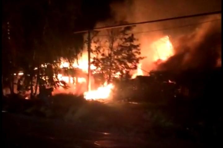 ВРудничном районе Кемерова ночью сгорел личный дом