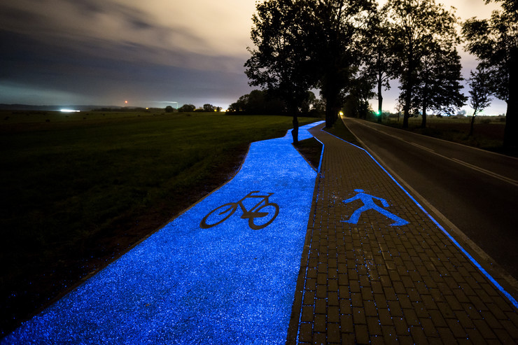 ВПольше проложили светящуюся ночами велодорожку
