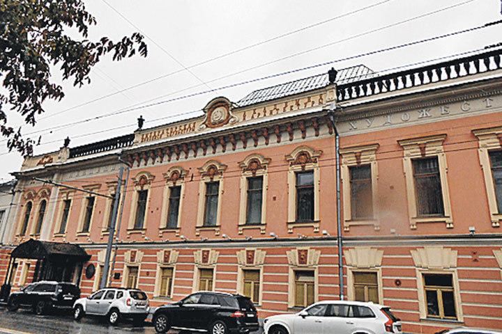 Ул. Пречистенка, 21. Станция метро «Кропоткинская»