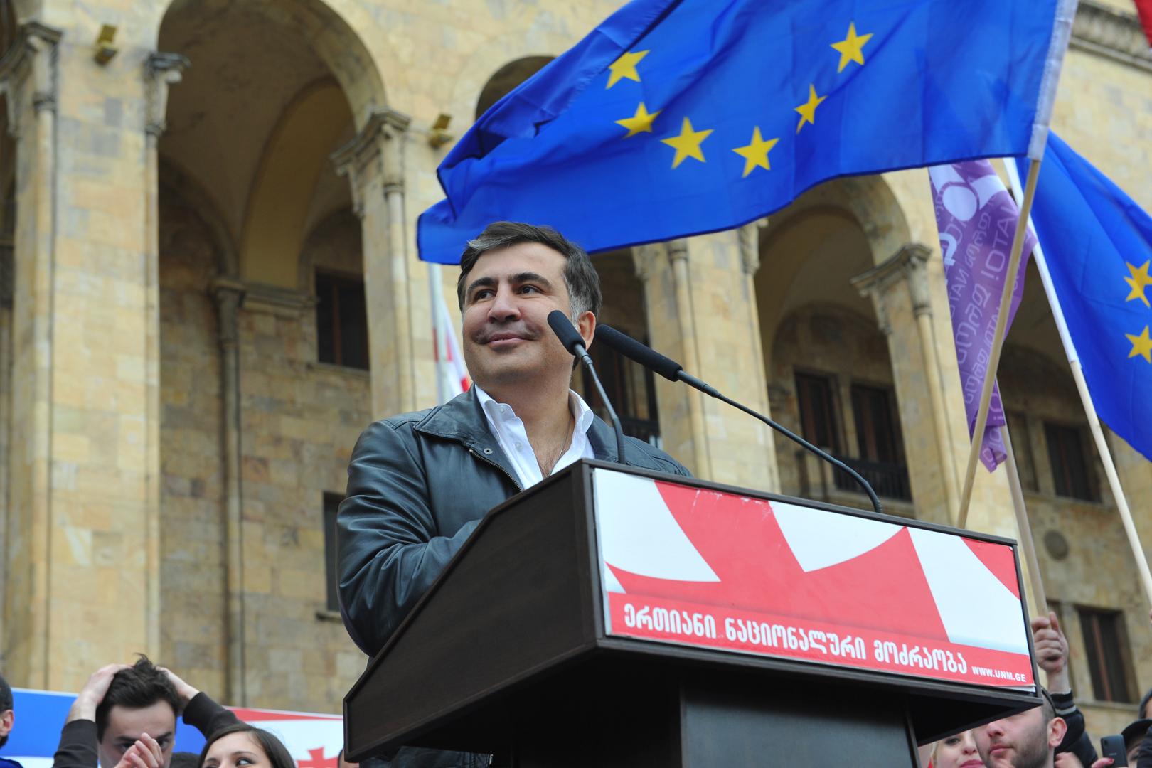 На самого Саакашвили в Грузии заведены уголовные дела, но партия его соратников надеется на выборах победить.