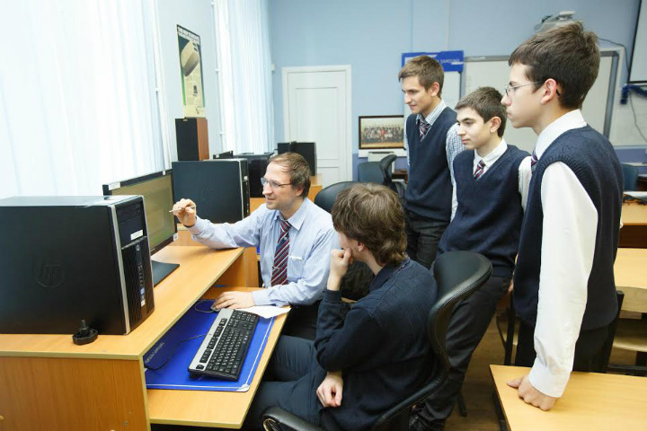 Президентский физико-математический лицей №239 возглавил Топ-500 школ России