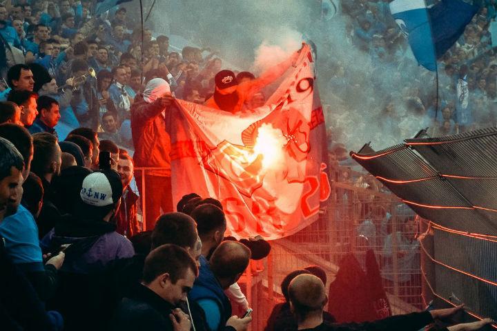 Болельщики не скрывают, что жгли флаги Фото: vk.com/landscrona