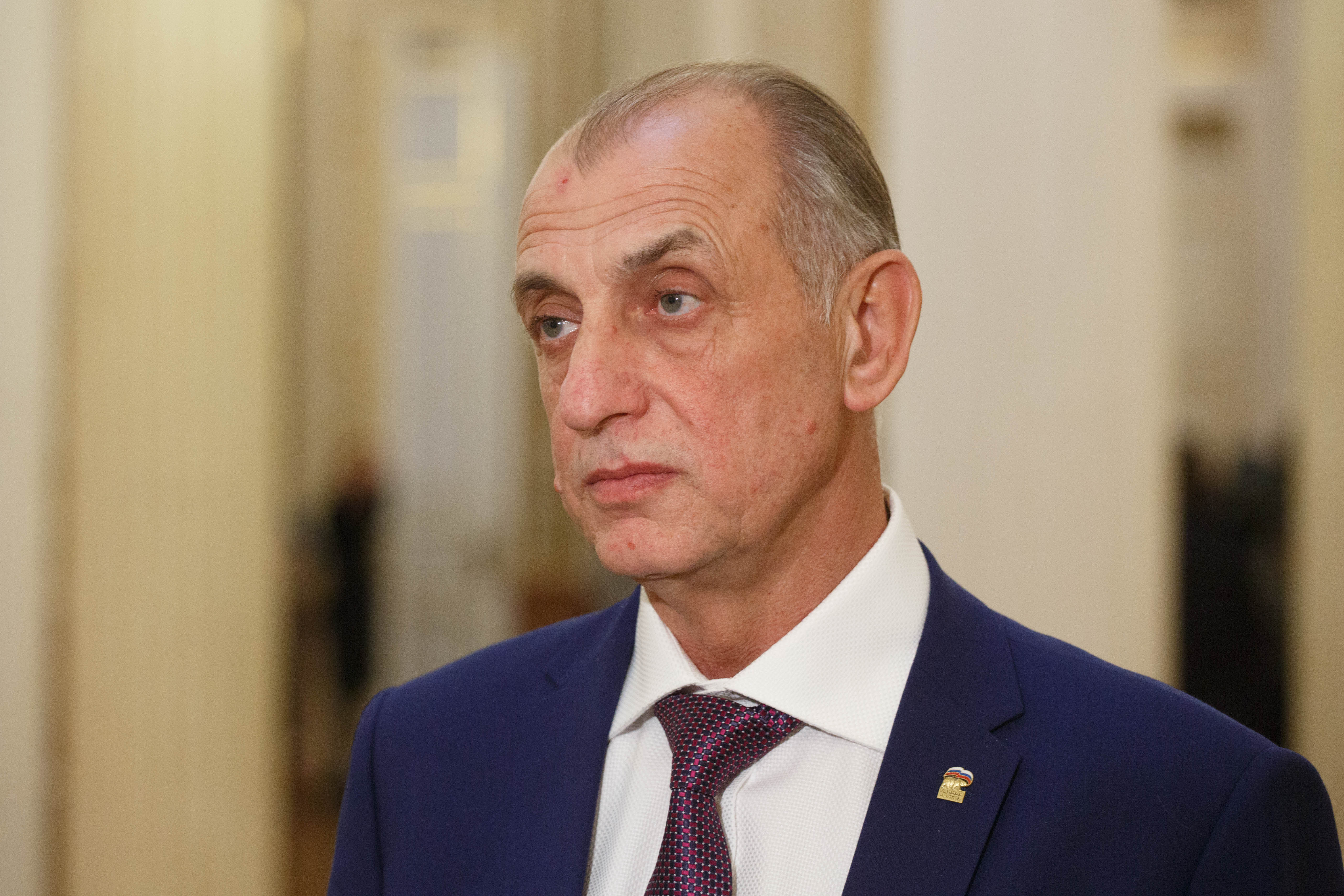 Глав комиссий икомитетов ЗакСа утвердили пакетом