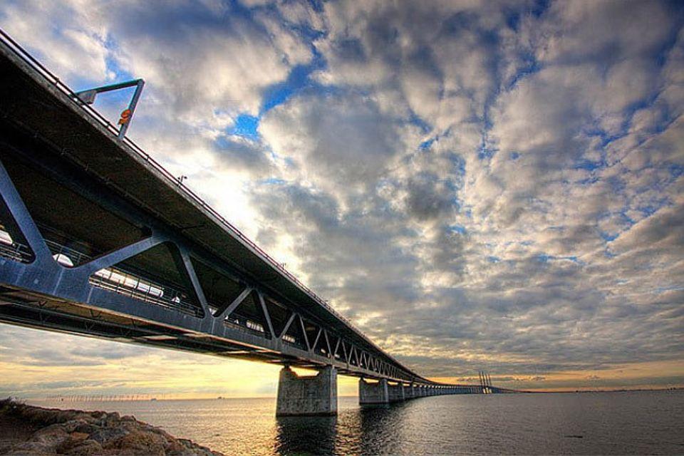 Эресуннский мост, открытый в 2000-м году не вызывает восторгов у датчан. Фото: с сайта fototelegraf.ru