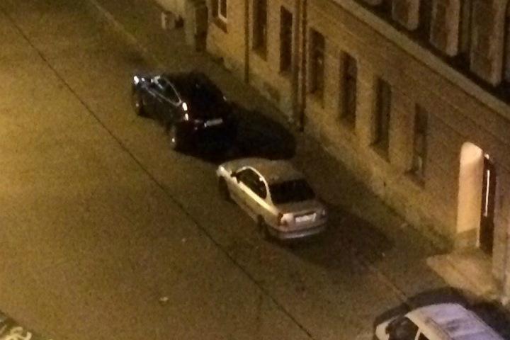 """Шум от упавшего на автомобиль арбуза поднял на уши весь район. Фото: """"ДТП и ЧП"""" ВКонтакте"""