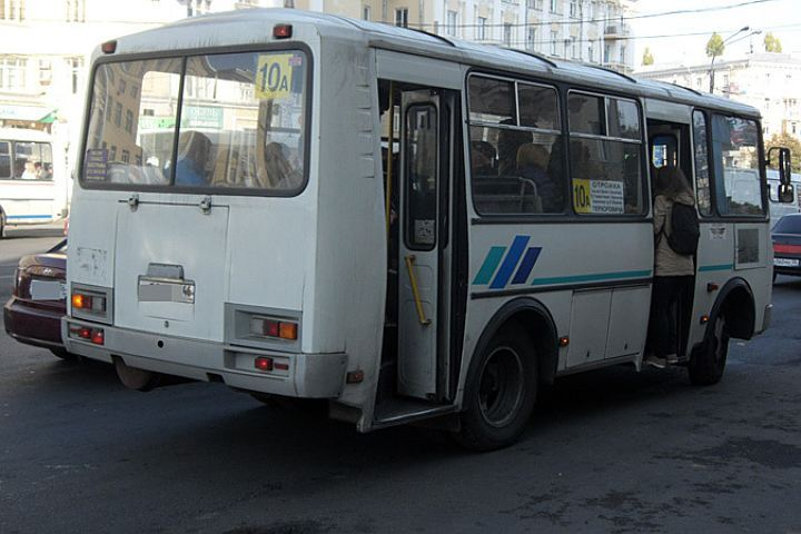На дороге столкнулись автобус и маршрутка