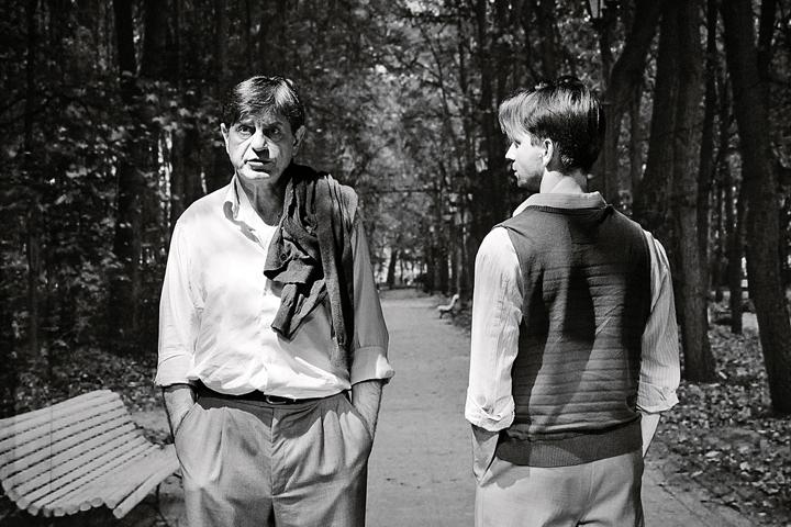 Два актера играют одного героя - нынешнего и юного, размышляя о любви, которая уже никогда не случится. Фото: Анна БЕЛЯКОВА