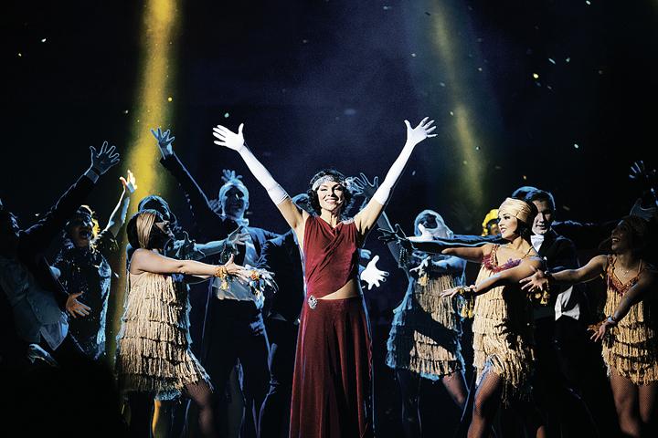 Мюзикл «Пола Негри» - это и историческая драма, рассказывающая о судьбе главной актрисы немого кино.