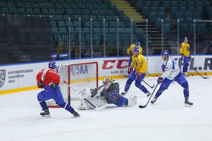 Хоккеисты СКА провели открытую тренировку