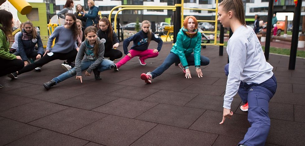 «Комсомолка» попробовала женский воркаут вместе с гимнасткой Мелитой Станютой и личным тренером. ФОТО: организаторы
