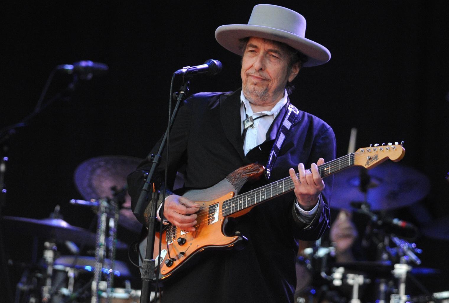 Нобелевскую премию по литературе получил Боб Дилан. ФОТО: AFP