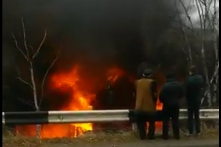 Кафе «Улус» с 2-мя домами загорелось вЛиствянке