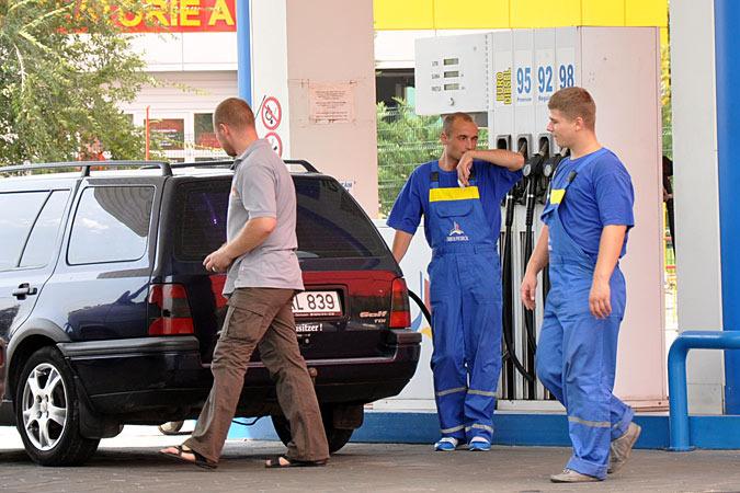 Максимальная стоимость одного литра бензина с октановым числом 95 составит 16,84 лея