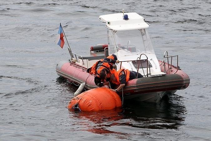 Мужчина вбелом свитере упал сВолодарского моста