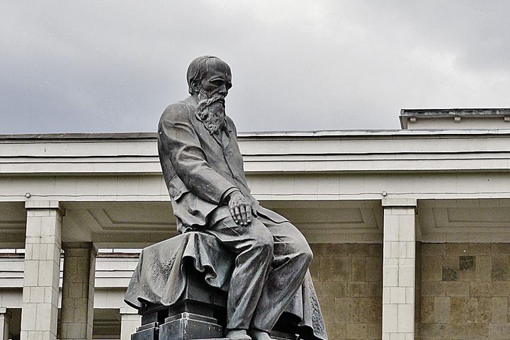 Памятник Федору Михайловичу Достоевскому.