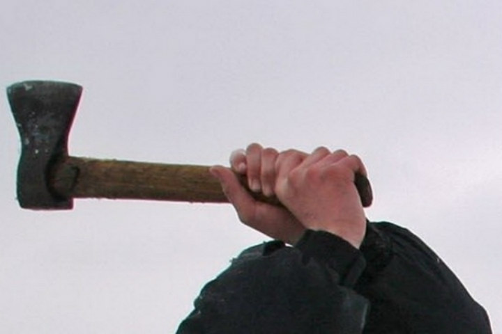 Преступник зарубил пенсионерку тесаком наулице Крупской
