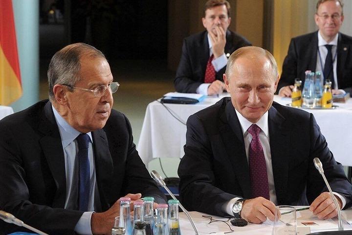 Владимир Путин уже находится врезиденции Ангелы Меркель