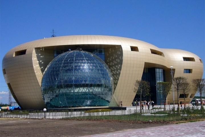 В Краснсельском районе нет ни одной станции метро: http://www.kp.ru/daily/26600.4/3615554/