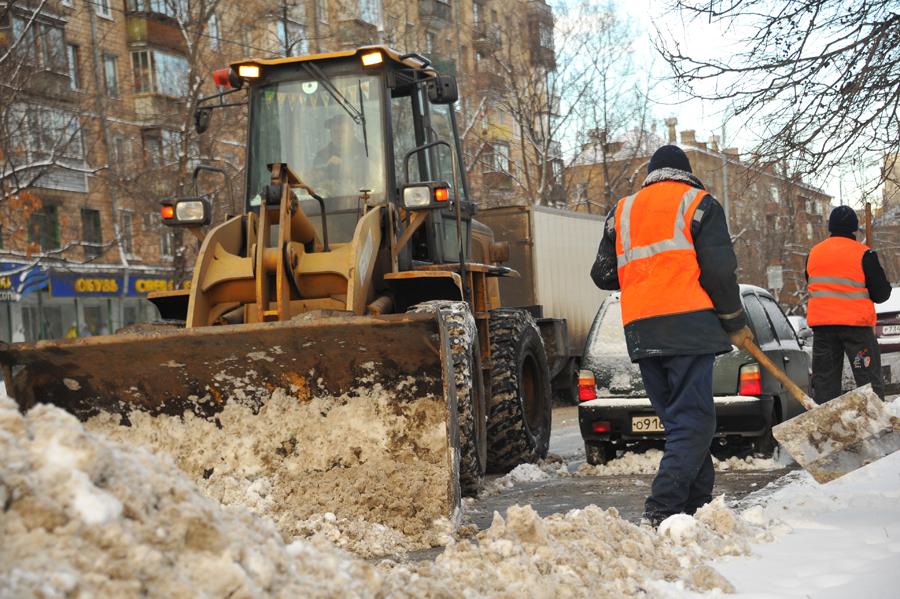 Навыходных вЧелябинске работало 100 единиц техники— Мэр Тефтелев