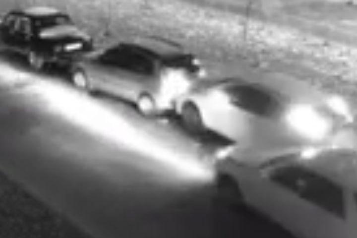 Размещено видео, как нетрезвый шофёр протаранил 15 машин вВоронеже