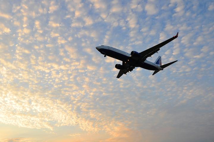 Рейс изМилана вПетербург задержали нашесть часов