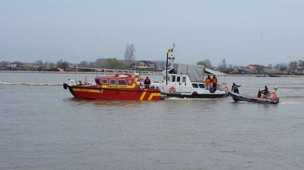 ВРумынии лодка с медиками изМолдовы столкнулась сбаржей