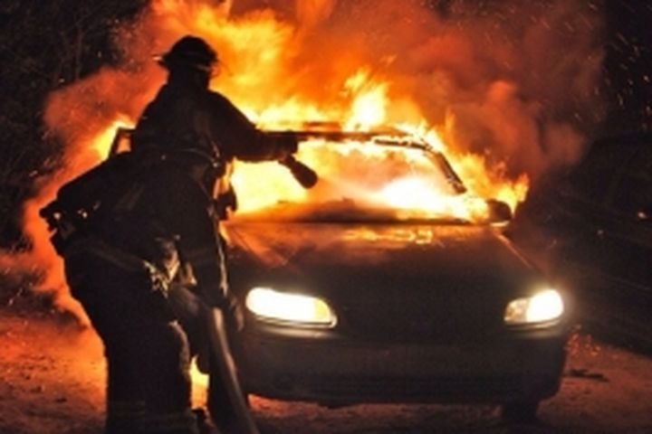 Двое мужчин сгорели всалоне БМВ X5 вОрдынском районе
