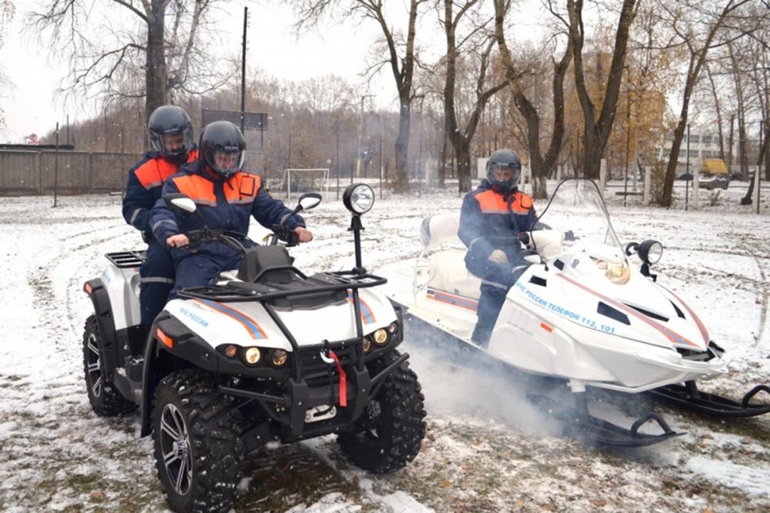 Парк автомобилей кировских подразделений МЧС был дополнен снегоходами иболотоходами