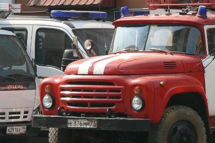 ВОмске 60 огнеборцев тушили пожар наскладе спиломатериалами