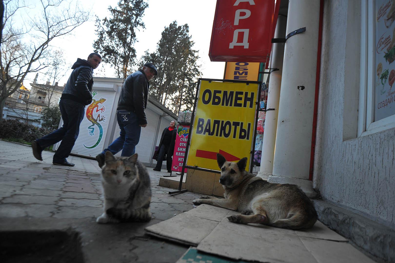 Белорусы вянваре-октябре продали валюты больше, чем приобрели