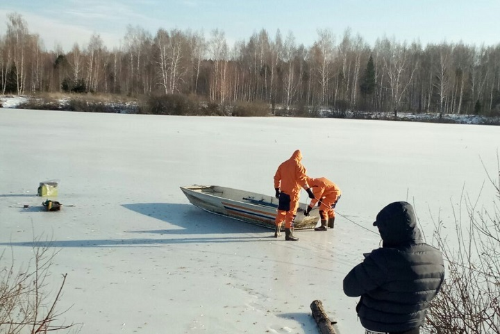 Неподалеку от Нижнекамска тело рыбака вмерзло влед