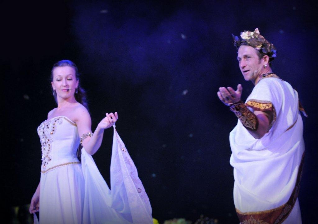 С Олимпа - прямиком на сцену Музыкального театра.