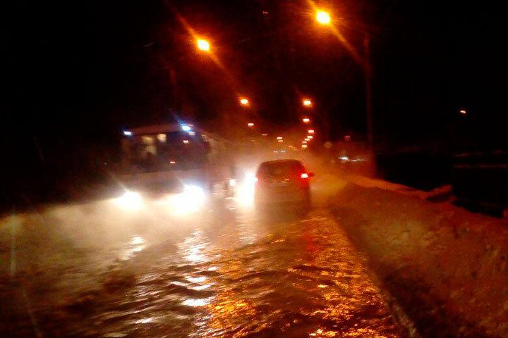 Потоп вБарнауле вызван порывом водопровода. Без воды сотни домов