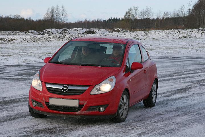 В Швеции произошло большое количество дорожно-транспортных происшествий из-за внезапного обледенения дорог.