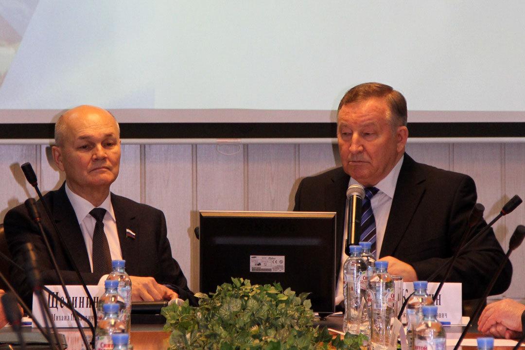 Выступление губернатора Алтайского края Александра Карлина (справа) на заседании Международного клуба агробизнеса вызвало большой интерес
