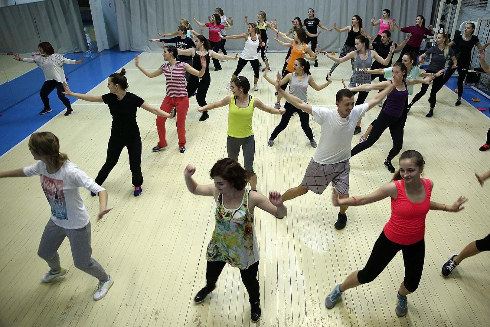 Латиноамериканская фитнес-вечеринка.