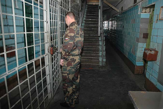 ВВолгограде разыскивают 27-летнего арестанта, сбежавшего изизолятора