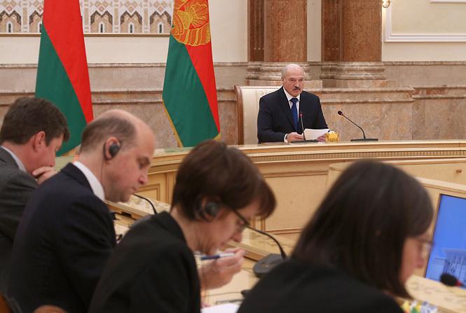 Лукашенко принимает в Беларуси делегацию из Евросоюза. Фото: пресс-служба президента.
