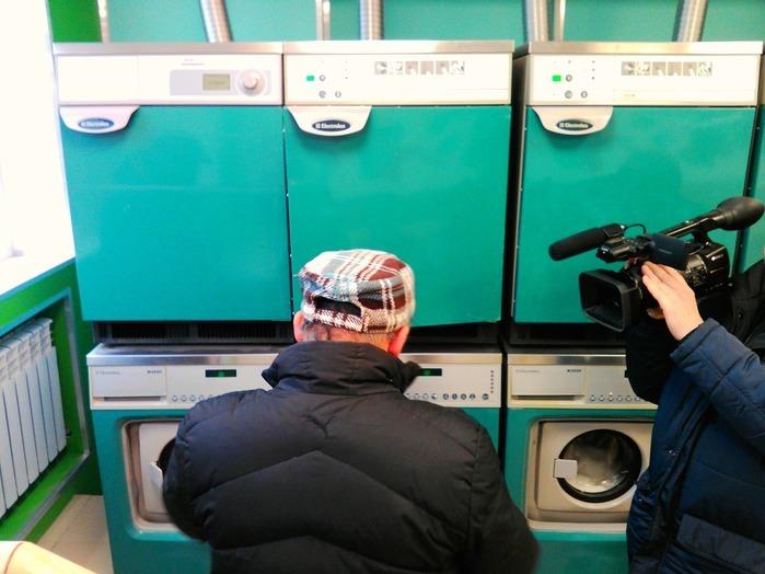 Постирать и высушить вещи бездомные Петербурга могут теперь бесплатно