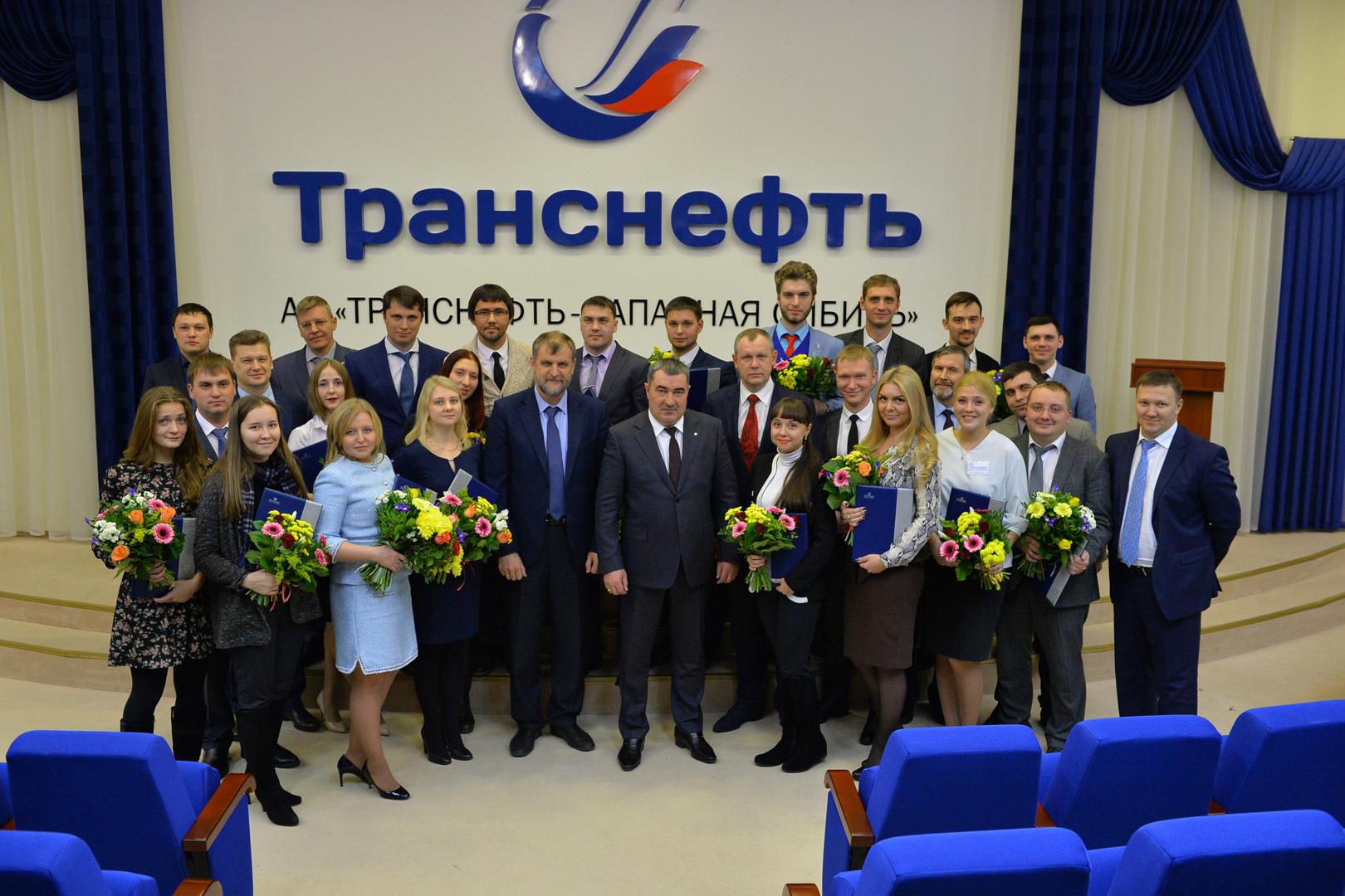Победители научно-технической конференции с руководством предприятия. Фото: Андрей Кудрявцев