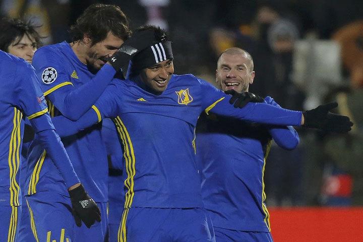 Тимофей Калачев (крайний справа) празднует победы с «Ростовом», но уклоняется от вызовов в сборную. Фото: Reuters