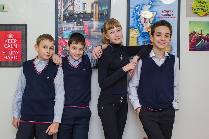 На школьное отделение принимаются школьники с 1 по 11 класс с любым уровнем знания языка.
