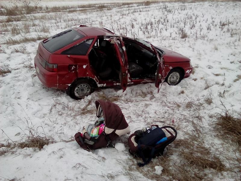 Оторвавшиеся колеса от грузового автомобиля спровоцировали ДТП вЧелябинской области: пострадал младенец