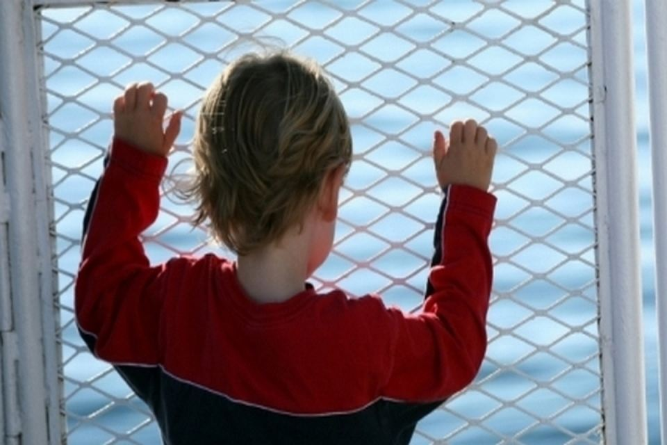 Впарадной дома наВитебском отыскали голого ребенка