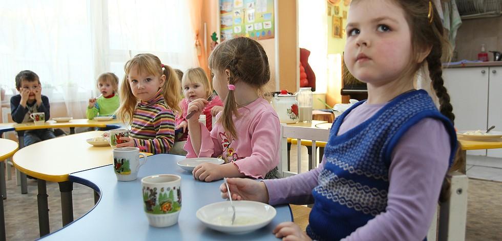Детей кормили просроченной продукцией, зная, что она испорчена.