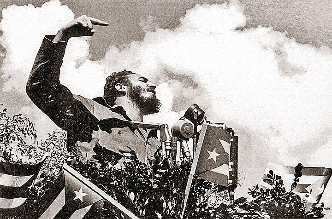 На Фиделя Кастро все время, пока он был у власти, охотились вражеские спецслужбы. И поэтому в течение восьми лет первым, кто проверял места, где должен бы выступать команданте, был ростовский пес Никсон. Фото: EAST NEWS