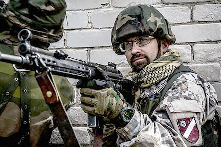 Чиновники Минобороны Латвии намерены защищать себя до последнего патрона. Фото: с сайта belvpo.com