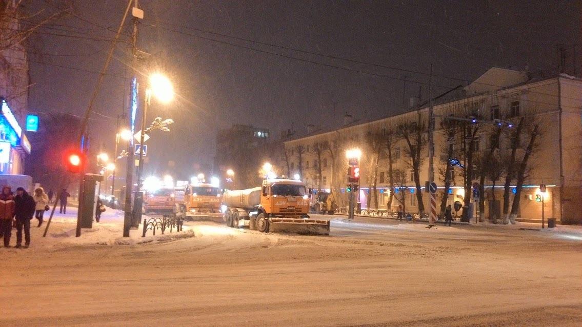 Снег с тюменских улиц вывезут в ночные часы