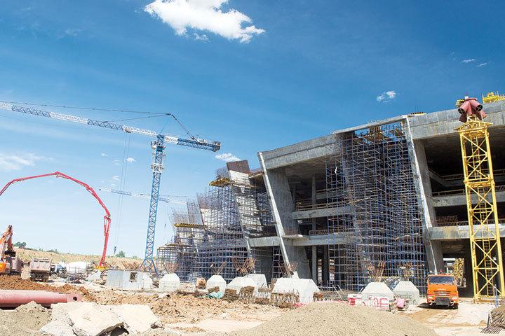 Виталий Мутко высоко оценил темпы и качество строительства.