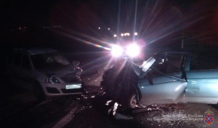 4 человека пострадали влобовом столкновении машин под Волгоградом